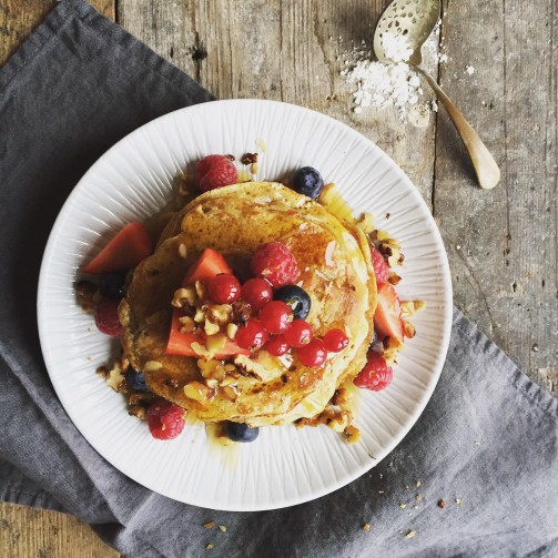 Pancakes with caramalised walnuts, berries & maple syrup